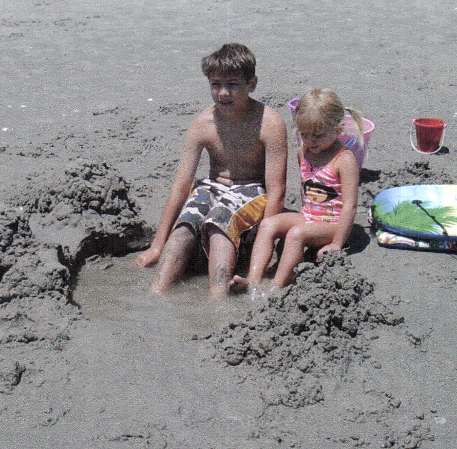 Brendan_and_maddi_at_beach.png